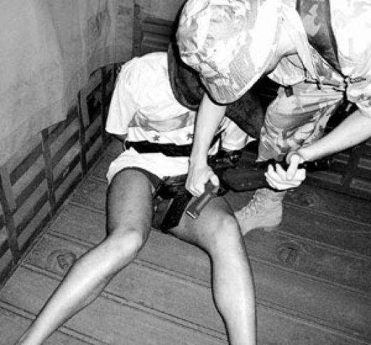 Порно над пленицами ваеные издеваются